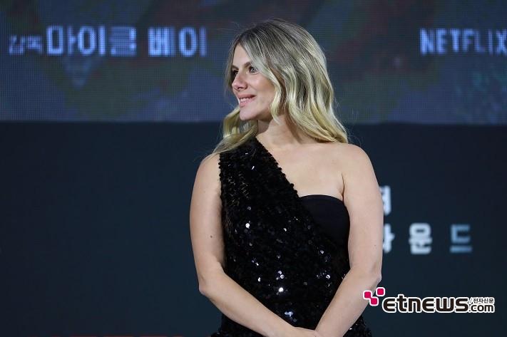 2일 오후 서울 중구 DDP(동대문디자인플라자)에서 열린 영화 '6 언더그라운드' 월드 프리미어 그린카펫 행사에 참석한 멜라니 로랑. (사진 = 성란)