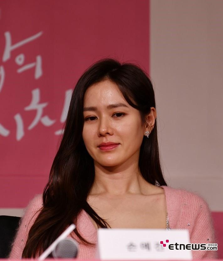 9일 오후 서울 종로구 광화문 포시즌스 호텔에서 열린 tvN 새 주말드라마 '사랑의 불시착' 제작발표회에서 질의응답 하고 있는 손예진. 사진 = 김승진 기자 sjk87@etnews.com
