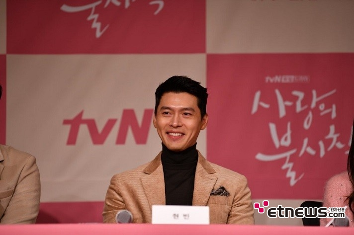 9일 오후 서울 종로구 광화문 포시즌스 호텔에서 열린 tvN 새 주말드라마 '사랑의 불시착' 제작발표회에서 질의응답 시간을 가지고 있는 현빈. 사진 = 김승진 기자 sjk87@etnews.com
