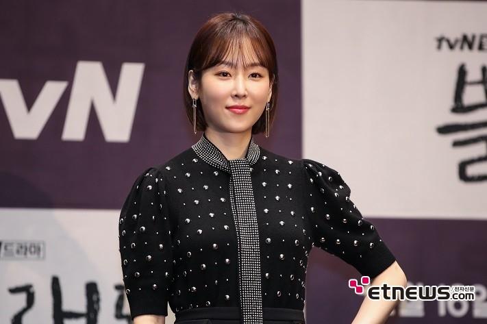 11일 오후 서울 구로구 신도림 라마다 호텔에서 진행된 tvN 새 월화드라마 '블랙독' 제작발표회에 참석한 배우 서현진이 포즈를 취하고 있다. / 사진 = 김승진 기자