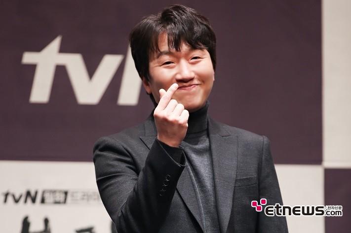 11일 오후 서울 구로구 신도림 라마다 호텔에서 진행된 tvN 새 월화드라마 '블랙독' 제작발표회에 참석한 배우 이창훈이 포즈를 취하고 있다. / 사진 = 김승진 기자