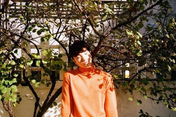 감성 싱어송라이터 빌리어코스티(홍준섭)가 신곡 '사랑하나봐'와 함께 다방면의 활약을 새롭게 예고했다. (사진=어코스티뮤직 제공)