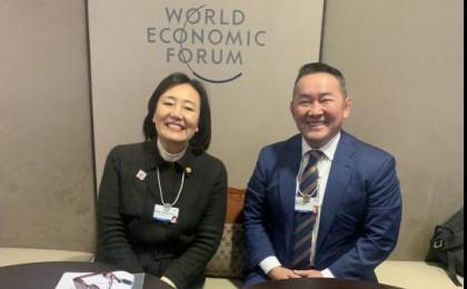 박영선 장관, 다보스서 몽골 대통령과 스타트업 협력 방안 면담