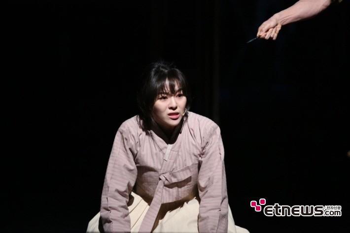 뮤지컬 '여명의 눈동자'와 '영웅 본색'을 통해 본 레트로 열풍