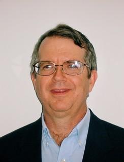 짐 험프리는 글로벌 소재 과학 기업 고어의 모바일 사업부 글로벌 마케팅 리더로 근무하고 있다. 휴대폰을 비롯한 다양한 소비자 전자 기기에 설치되는 고어 벤트는 전 세계에서 10억대 이상의 소비자 전자 기기에 설치되어 있다.