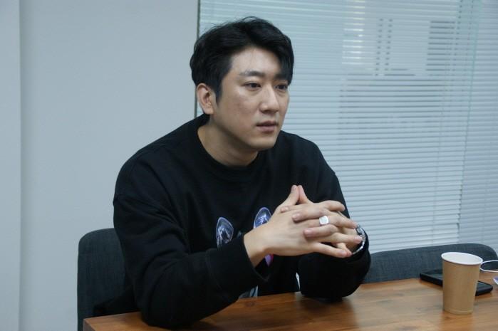 최근 서울 모처에서 DJ 반달락과 함께 국내외 EDM문화 관련 인터뷰를 가졌다.