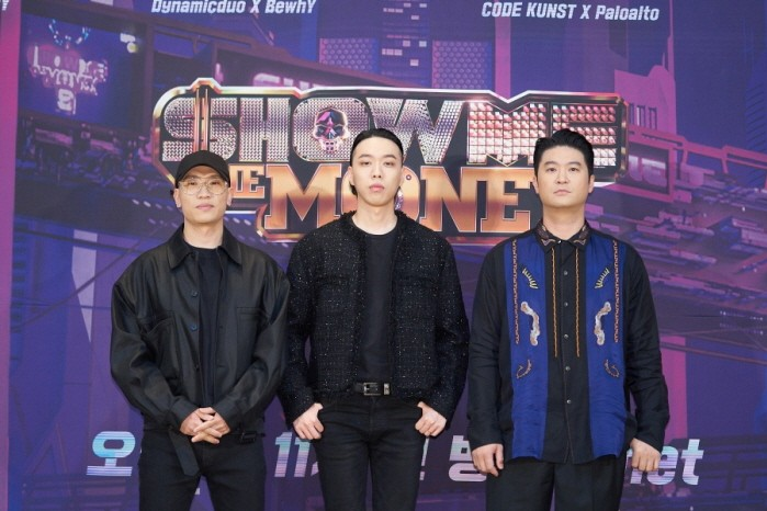 다이나믹듀오와 비와이(가운데) 등 Mnet 쇼미더머니9 프로듀서로 나서는 아티스트들이 포즈를 취하고 있다.(사진=Mnet 제공)