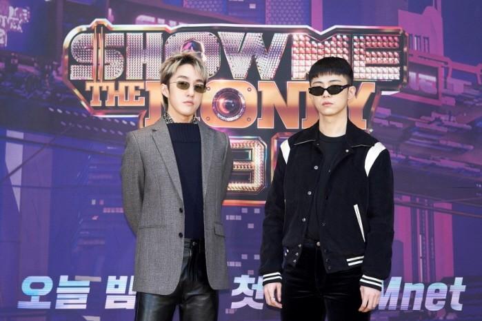 자이언티(왼쪽)와 기리보이(오른쪽) 등 Mnet 쇼미더머니9 프로듀서로 나서는 아티스트들이 포즈를 취하고 있다.(사진=Mnet 제공)