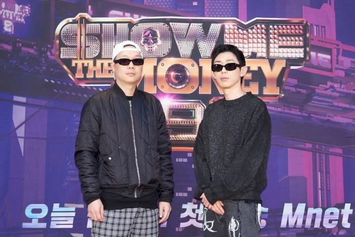 팔로알토(왼쪽)와 코드쿤스트(오른쪽) 등 Mnet 쇼미더머니9 프로듀서로 나서는 아티스트들이 포즈를 취하고 있다.(사진=Mnet 제공)