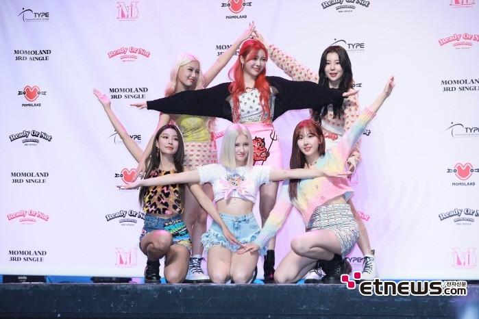 17일 서울 광진구 예스24 라이브홀에서는 모모랜드 싱글 3집 'Ready Or Not' 발매기념 쇼케이스가 열렸다.