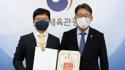 """업계 첫 보관문화훈장 받은 권혁빈 스마일게이트 창업자 """"고티 최다 수상 도전"""""""