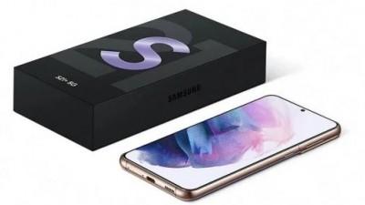 얇아진 '갤럭시S21'의 패키지. 충전기와 유선 이어폰은 제외됐다. 사진=윈퓨처