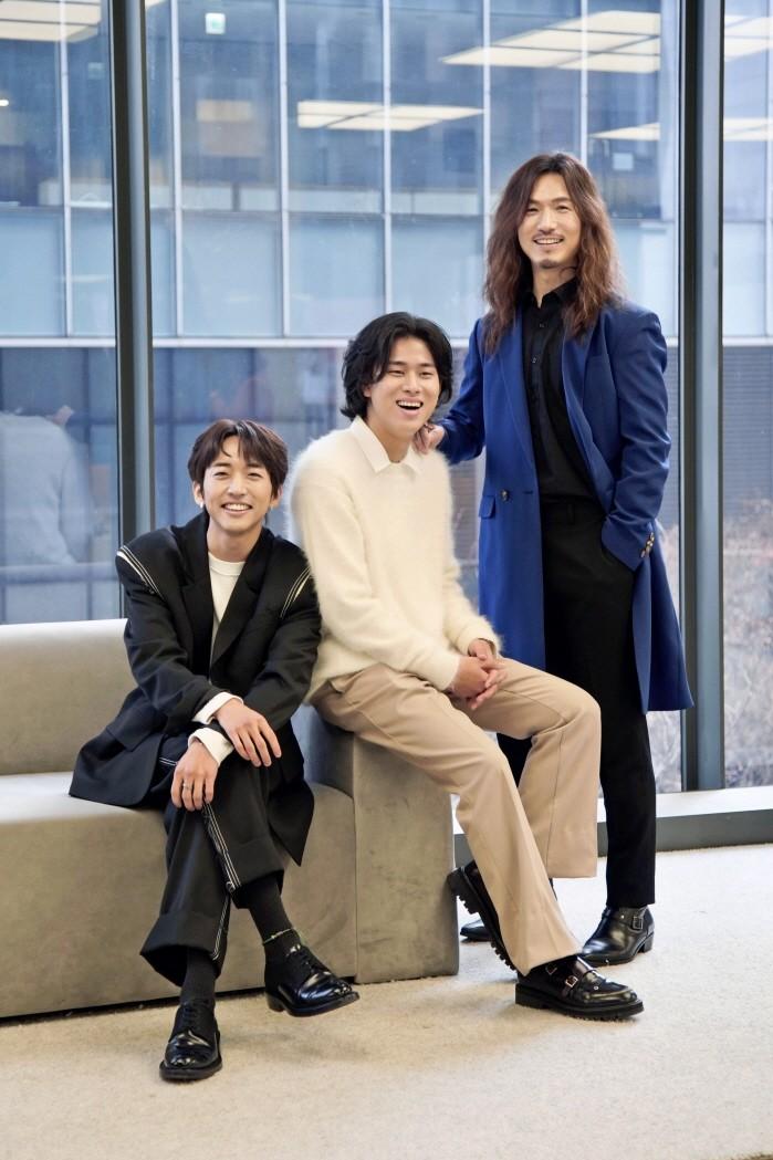 (왼쪽부터) 이승윤, 이무진, 정홍일 등 JTBC '싱어게인-무명가수전' TOP3. (사진=JTBC 제공)
