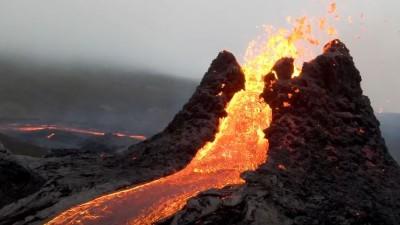 폭발하는 아이슬란드 '파그라달스피아들' 화산. 사진=Bjorn Steinbekk 유튜브