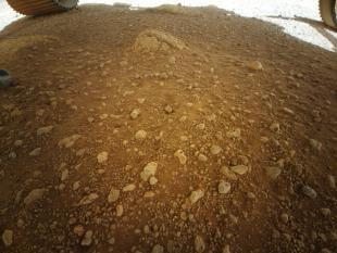 인제뉴어티가 처음으로 촬영한 화성 지표면. 사진=NASA/JPL-Caltech