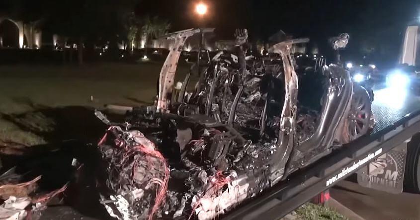 18일(현지시간) 사고 발생 후 완전히 타버린 테슬라 모델S. 사진=휴스턴TV KHOU 유튜브