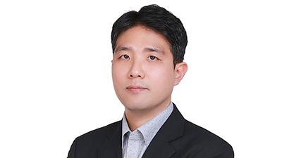 {htmlspecialchars(신한은행, AI사업 총괄에 김민수 센터장 영입)}