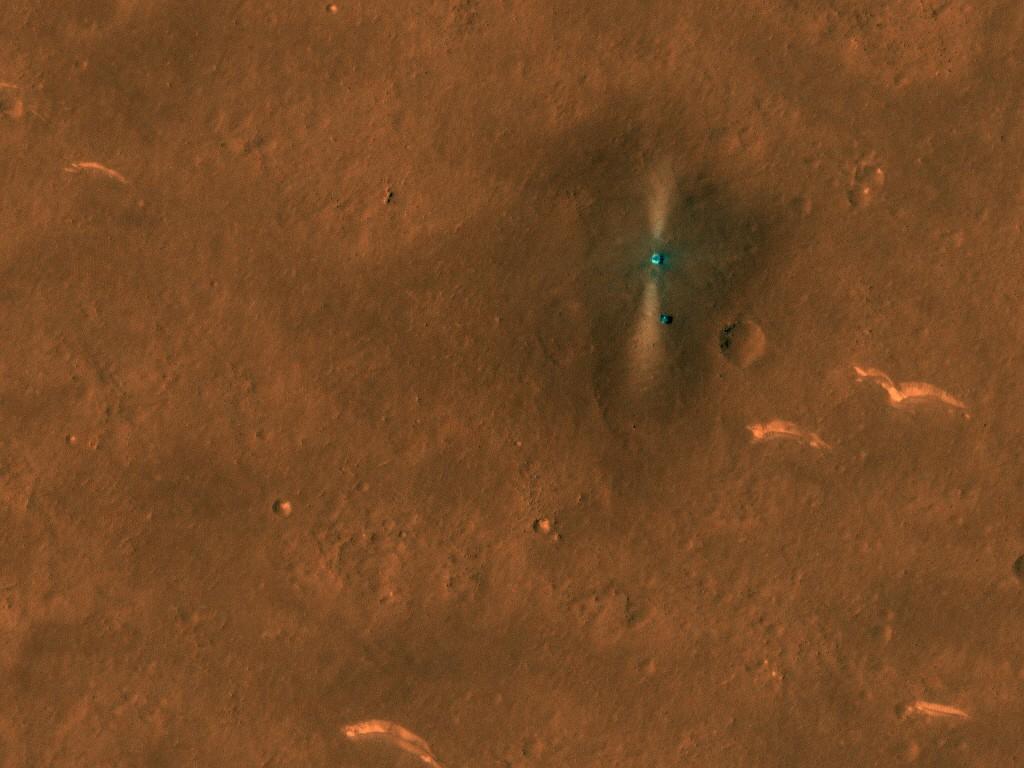 NASA 화성정찰궤도선(MRO)이 포착한 중국 첫 화성탐사선 '톈원1호'와 로버 '주룽'. 사진은 지난 6일 촬영됐다. 사진=NASA/JPL/UArizona
