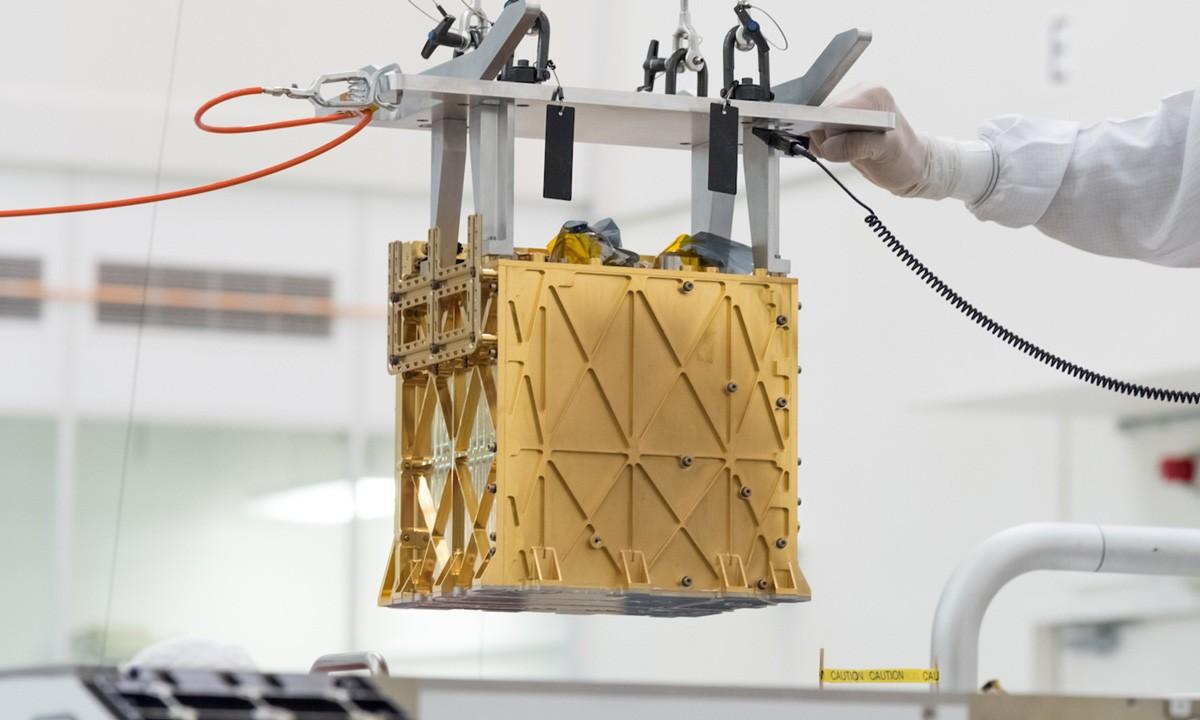 퍼서비어런스에 장착된 '화성 산소 현장 자원 활용 실험(MOXIE)'. 목시는 첫 실험에서 1시간 동안 5.4g의 산소를 생성했다. 사진=NASA/JPL-Caltech