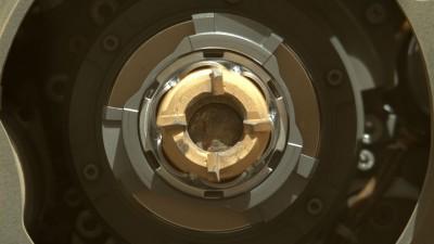 """""""두번 실패는 없다""""...NASA 로버, 화성 암석 코어시료 채취 성공"""