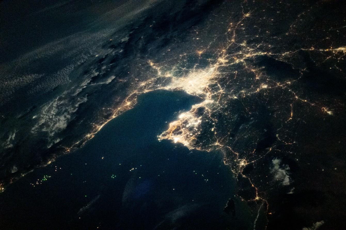 사진 = Imagen del Observatorio de la Tierra de la NASA por la tripulación de la Expedición 64