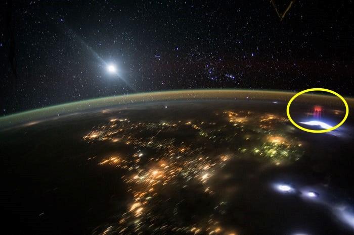 2015년 ISS에서 촬영된 스프라이트. 사진=ESA