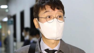 취재진 질문 받는 김웅 의원