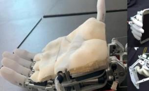 로봇 손의 기능 높여주는 인공 피부 개발