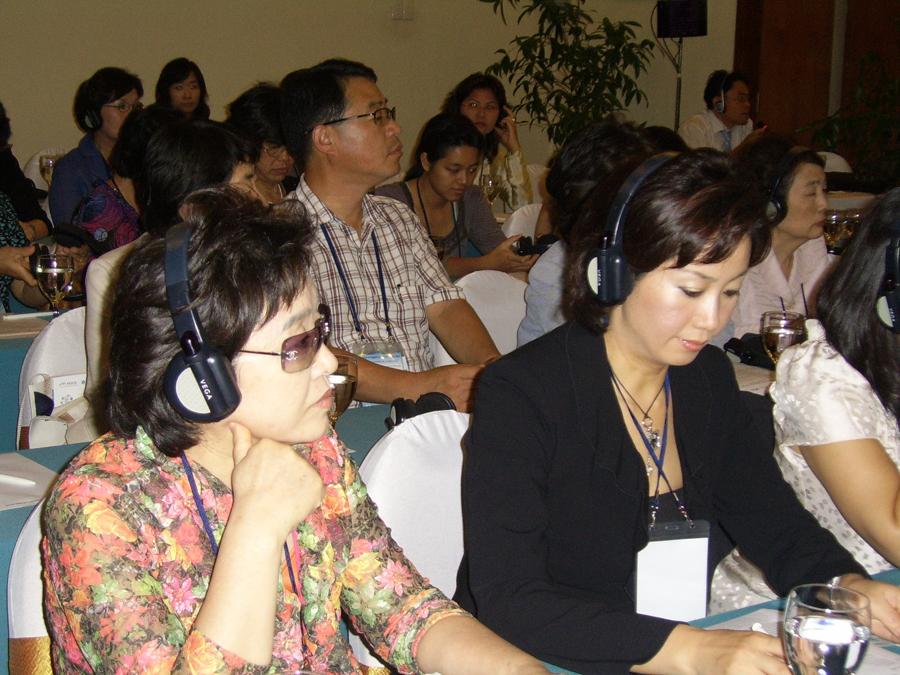 산자부·아태여성정보통신원이 공동 주최한 'APEC 여성 디지털 경제포럼 2006'이 16∼17일 베트남 하롱베이에서 21개국, 150여명의 관계자가 참석한 가운데 열렸다.