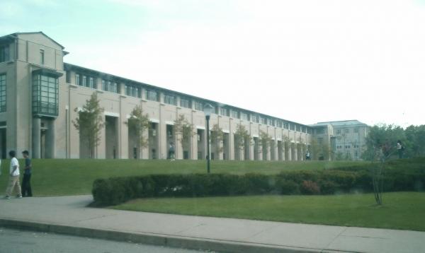 카네기멜론 대학은 산업계와 밀착한 실용적인 연구 중심 대학을 모토로 빠르게 성장해왔다.