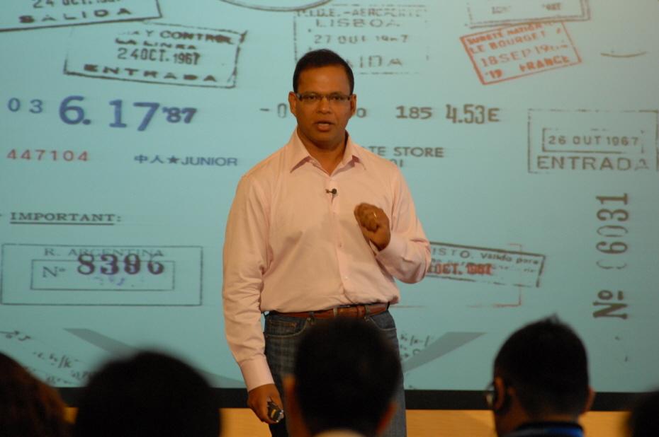 8일 도쿄에서 구글이 연 '검색의 과학' 행사에서 아밋 싱할 검색 총괄 임원이 '검색 품질의 비밀'이란 발표를 통해 지금까지 검색 기술의 진화와 향후 방향에 대해 설명했다.