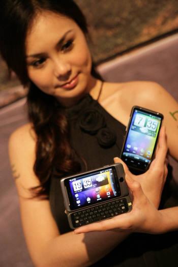 패스트 부트 기능이 적용된 HTC의 신제품 디자이어HD(오른쪽)와 디자이어Z