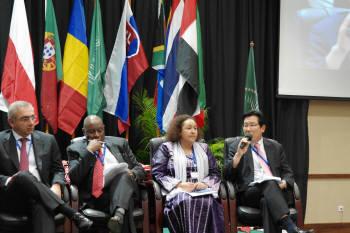 유엔 공공행정 포럼의 장관급 라운드테이블에서 장광수 행정안전부 정보화전략실장(오른쪽 첫번째)이 개도국 전자정부 발전 방안에 대해 토론하고 있다.