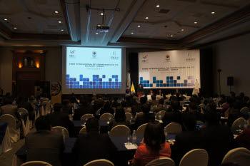민관 ICT 산업협력사절단은 지난 5일부터 7일까지(현지시각) 에콰도르에서 IT 세일즈 외교를 전개했다. 사진은 현지 기관과 기업 관계자 300여명을 대상으로 마련한  ICT 산업협력포럼