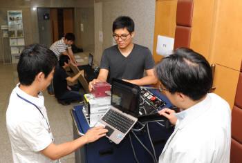 23일 한국표준과학연구원에서 열린 반도체 공정진단워크숍에서 증착전문기업 브이티에스가 진공게이지 교정기술을 선보이고 있다.