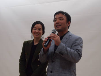 10월의 하늘 행사 참여 배경에 대해 설명 중인 김택진 엔씨소프트 대표와 윤송이 부사장