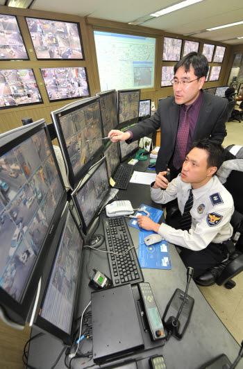다양한 목적의 공공용 CCTV를 통합 · 효율적으로 관리하기 위한 CCTV 통합관제센터가 지자체별로 활발하게 구축되고 있다.