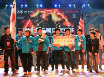 네오위즈게임즈가 중국 선전에서 개최한 밀리터리 FPS게임대회 `제 1회 AIC`에서 한국대표팀 최종 우승을 차지했다. 한국 대표팀원들이 기념촬영을 하고 있다.
