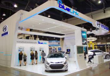 올해 초 미국 라스베가스에서 열린 가전쇼 `CES`에서 현대차가 개발한 차량용 텔레매틱스 시스템 `블루링크`가 첫 선을 보였다.