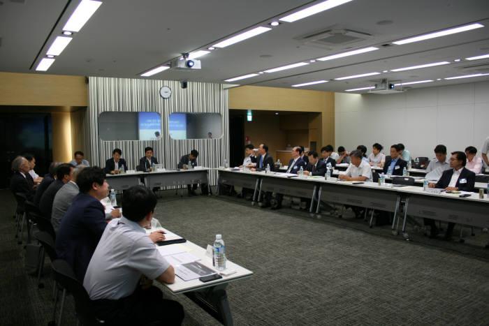SW산업협회는 2일 경기도 안랩 회의실에서 `SW분야 능력중심사회구현을 위한 인적자원개발협의체(SC) 회의`를 열고 미래부, 산업부, 고용부, 교육부 관계자와 SC참여위원이 참여해 회의를 진행했다.