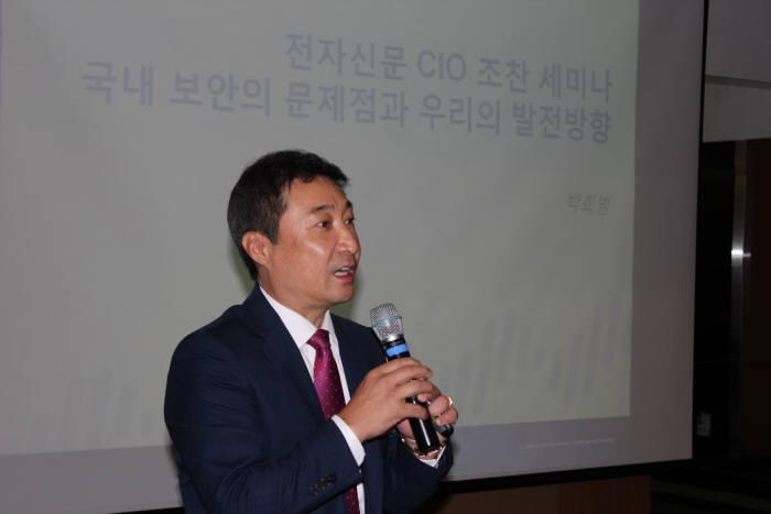 박희범 팔로알토 네트웍스 사장이 차세대 보안의 정의와 방안에 대해 강연하고 있다.