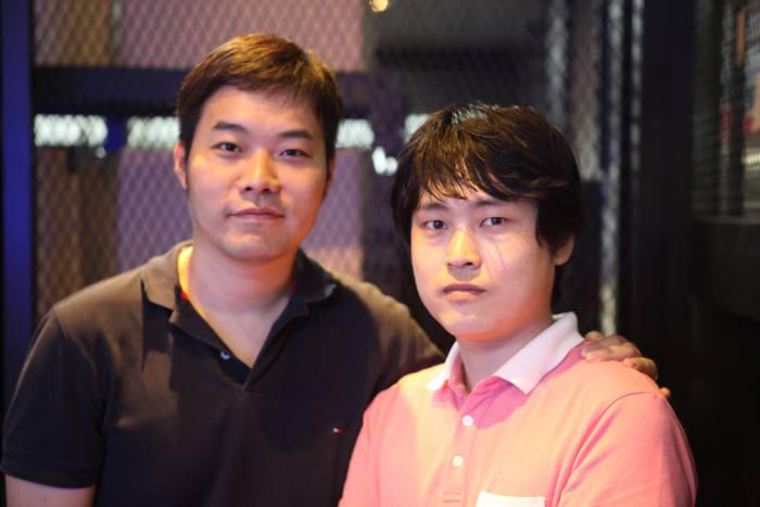 지난 8월 열린 `크리레이터 플래닛`에 참가한 서영배 대표(오른쪽)와 동료