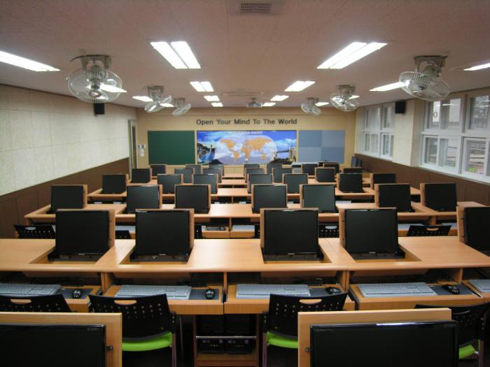 씨제이포유가 개발한 스마트교육시스템, 독자 개발한 AP를 사용했다.