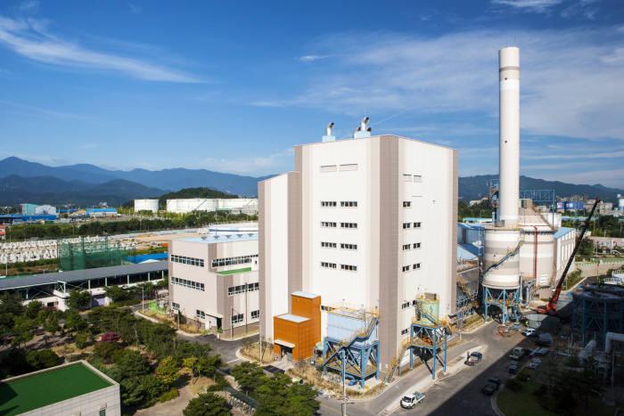 동서발전이 2013년 강원도 동해시에 건설한 바이오매스 발전소