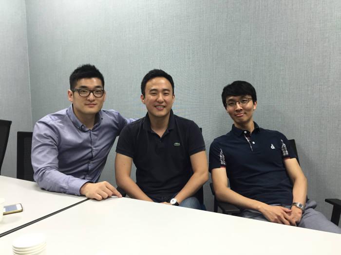 블록체인 기술을 이용한 외환거래 시스템을 개발한 핀테크스타트업 스트리미 사진은 왼쪽부터 박준상 COO,이준행 대표,이승명 개발자