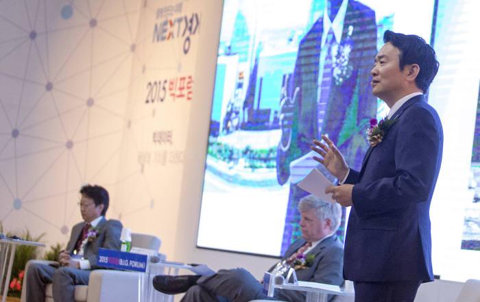 남경필 경기도지사가 13일 경기창조경제혁신센터에서 열린 `2015 빅포럼(B.I.G. Forum)`에서 기조연설을 하고 있다.