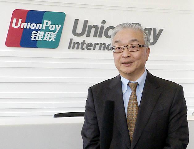 지난 4일(현지시각) 중국 상해에 위치한 유니온페이인터내셔날(UPI) 본사에서 동 리 부총재가 한국 취재진 인터뷰를 하고 있다.