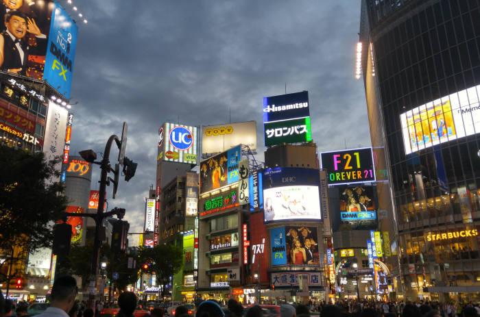 다양한 디지털 사이니지 옥외광고물이 설치된 일본 도쿄 시부야. 개정된 옥외광고법 `자유표시구역` 모델이다. / 도쿄(일본)=서형석기자