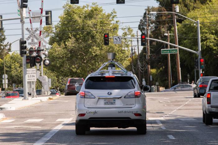 구글이 렉서스 차량을 이용해 만든 자율주행차<출처:구글 블로그>