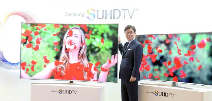 김현석 삼성전자 영상디스플레이(VD)사업부장(사장)이 SUHD TV를 소개하고 있다. / 박지호기자 jihopress@etnews.com